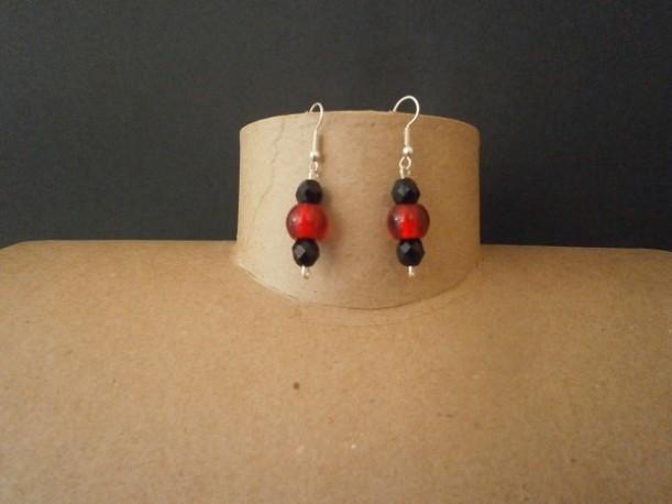 Boucles d'oreilles noires et rouges